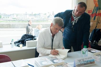 Séance de signatures - Bernard de la Villardière