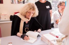 Séance de signatures - Noëlle Chatelet